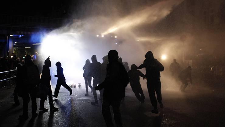 Demonstranten hielten Polizei auf trab. (Symbolbild)