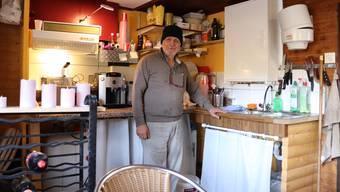 AAbdulrahman Mohammad in seinem winzigen Reich, dem Pizza-Imbiss auf der Böhler-Passhöhe.