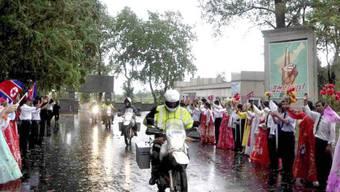 Neuseeländische Motorradfahrer werden in Kaesong begrüsst