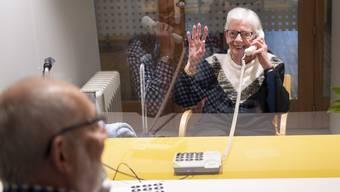 Der Kanton St. Gallen schränkt Besuche in Alters- und Pflegeheimen wieder ein. (Symbolbild)