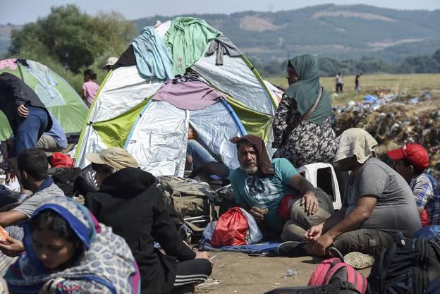 Ziel der Behörden ist es, den Druck auf die grenznahe Stadt Gevgelije zu mindern.