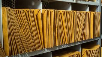 Sogenannte Urschriften werden bis anhin als Papierdokument erstellt. (Symbolbild)