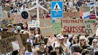 Zwar weniger, aber immer noch Tausende Schüler beteiligten sich in Lausanne am Klimastreik.