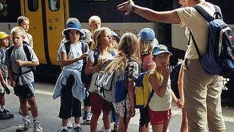 Schulkinder gehen auf grosse Reise (Archiv)