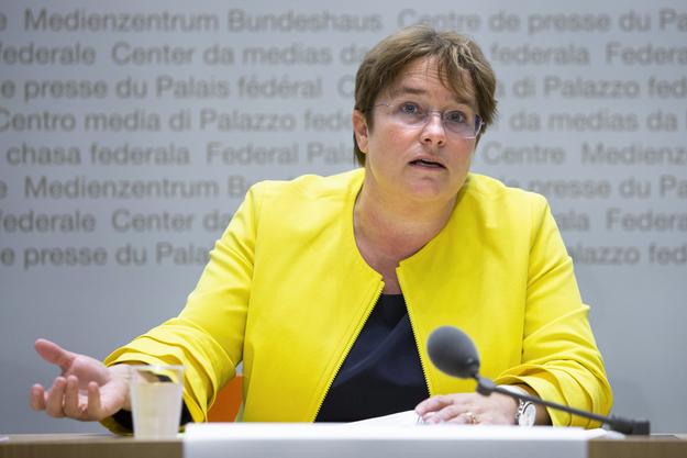 SVP-Vizepräsidentin Magdalena Martullo-Blocher lobt Präsident Albert Rösti.