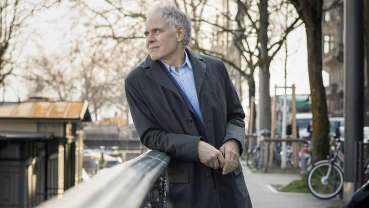 Der ehemalige Bundesrat Moritz Leuenberger auf einem Spaziergang in Zürich.