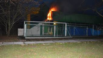 Ein Fassadenteil der Stadthalle Kleinholz in Olten ist am Montag in Brand geraten.