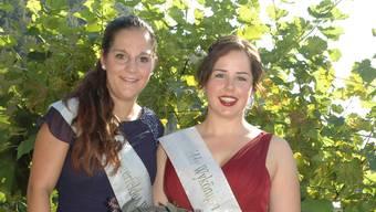 Zwei Wyköniginnen im Tegerfelder Rebberg: Sabrina Anner (rechts) tritt für zwei Jahre die Nachfolge von Sabrina Meier an.