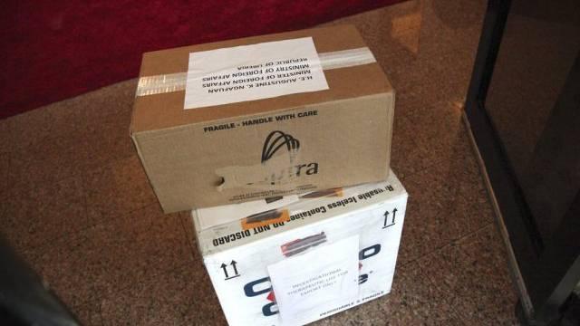 Schachteln mit ZMapp-Medikamenten für Ebola-Patienten in Liberia