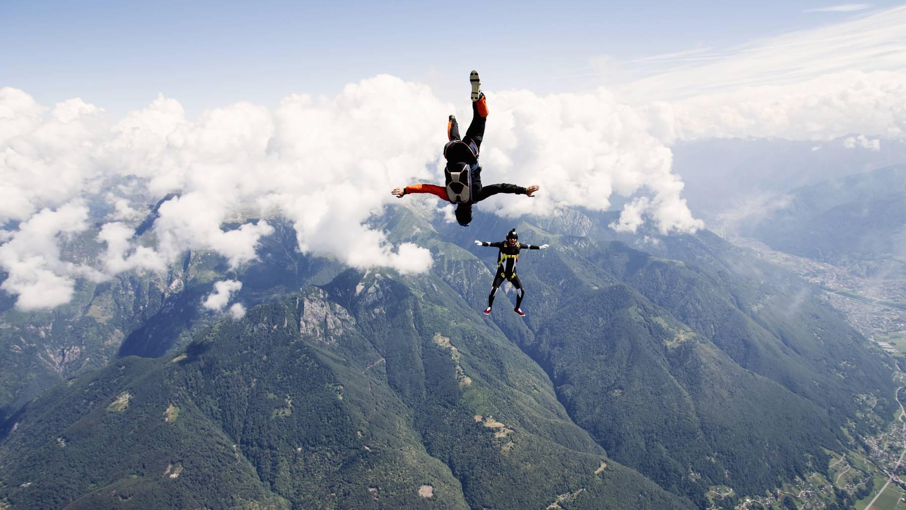 Die Männer wollten einen Formationsflug durchführen. (Symbolbild)