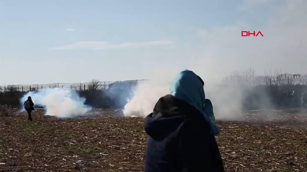 Griechenland setzt Tränengas gegen Migranten ein