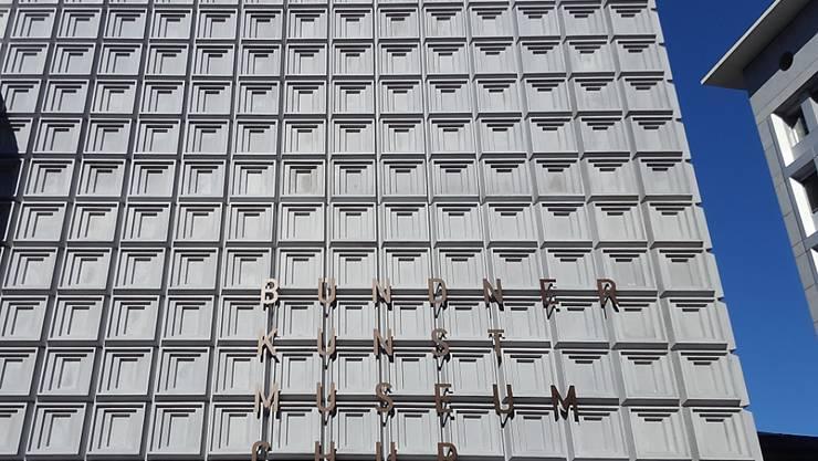 Korrekt, aber nicht korrekt genug: Die Anschrift des Kunstmuseum-Neubaus in Chur muss aus sprachpolitischen Gründen weg.
