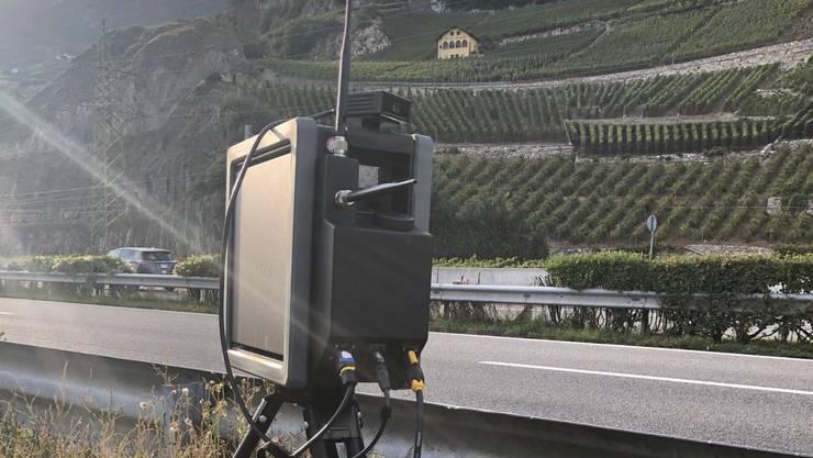 Eine Radarfalle wie diese überführte im Wallis einen Senioren-Raser aus dem Kanton Baselland. (Symbolbild)