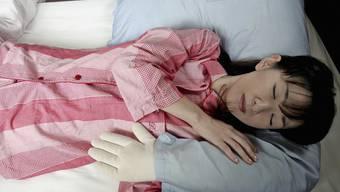 """Auch ohne """"Boyfriend Pillow"""" schlafen junge Japaner heute im Schnitt 10 Prozent länger als noch bis vor ein paar Jahren. (Symbolbild)"""