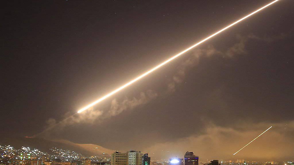 Explosionen bei Damaskus: Die syrische Luftabwehr schoss am Freitagabend gegen «feindliche Zeile». (Symbolbild)