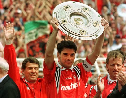 Sensationell: 1998 wird Kaiserslautern als Aufsteiger Deutscher Meister, Captain war mit Ciriaco Sforza ein weiterer mit FCA-Vergangenheit.