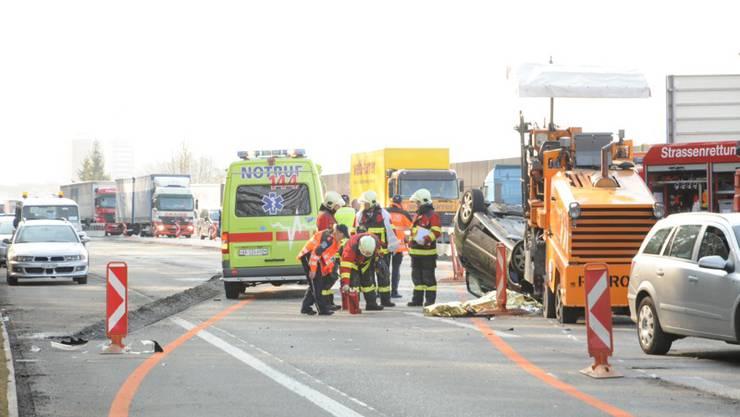 Der Unfallwagen kippte nach der Kollision auf das Dach