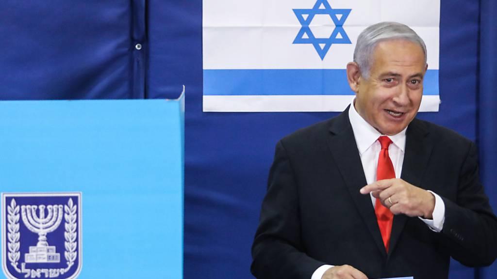 HANDOUT - Israels Regierungschef Benjamin Netanjahu hat gute Chancen, im Amt zu bleiben. Foto: Marc Israel Sellem/JINI/XinHua/dpa - ACHTUNG: Nur zur redaktionellen Verwendung und nur mit vollständiger Nennung des vorstehenden Credits