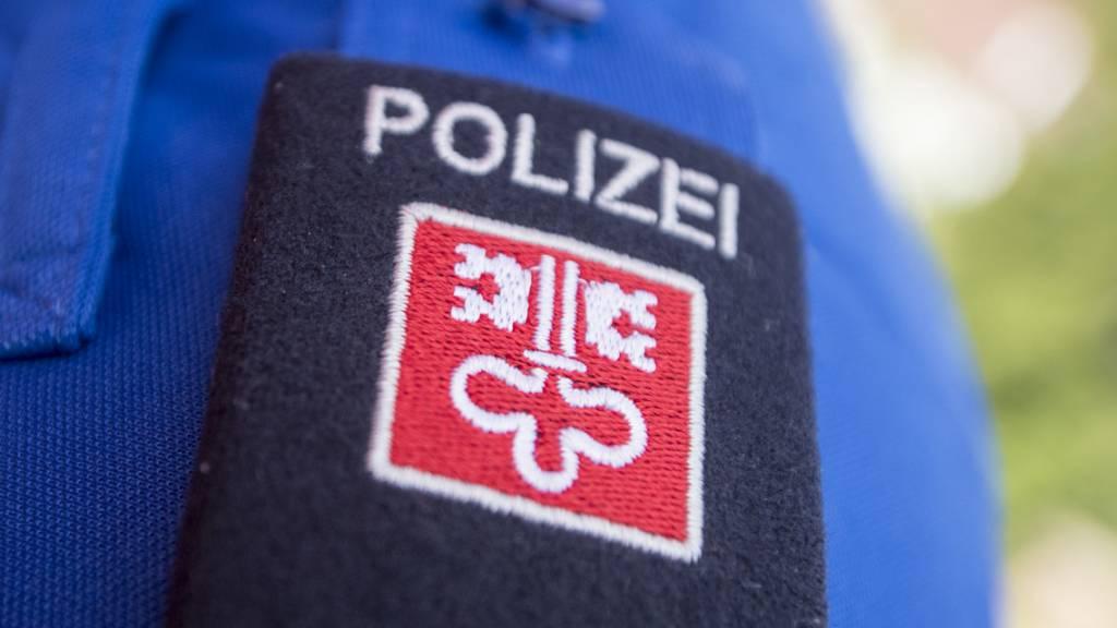 Die Nidwaldner Kantonspolizei ist einem Mann auf die Schliche gekommen, der in Hergiswil mehrere Autos ausgeräumt hat. (Themenbild)
