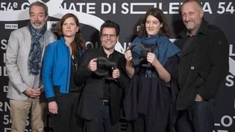 Die Team des Dokumentarfilms «Immer und ewig» von Fanny Bräuning, posiert für ein Gruppenfoto anlässlich der offiziellen Preisverleihung bei den 54. Solothurner Filmtagen im Januar 2019 in Solothurn.
