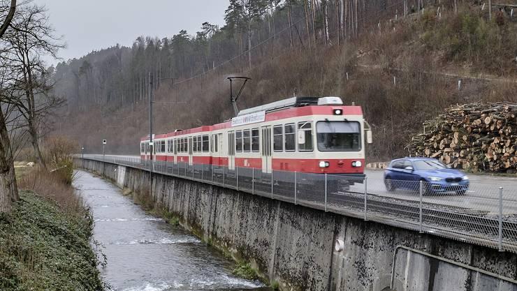 Der Auftrag der Erneuerung der Waldenburgerbahn wird an vier regionale Bauunternehmen vergeben.
