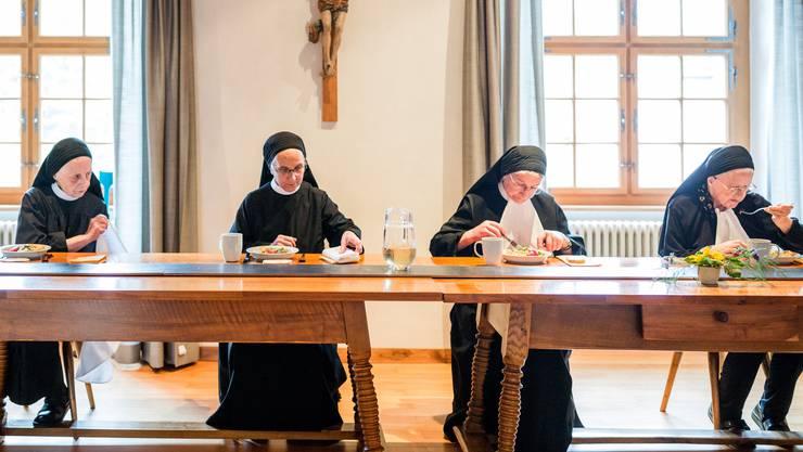 Im Buch «Im Fahr» erzählen 17 Ordensfrauen aus dem Kloster Fahr von ihrem Leben.