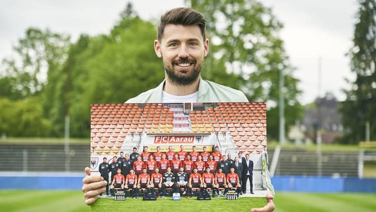 «Ich werde die Zeit in Aarau und vor allem die Stunden mit den Jungs in der Garderobe vermissen.» Gianluca Frontino mit dem Aarauer Mannschaftsfoto.