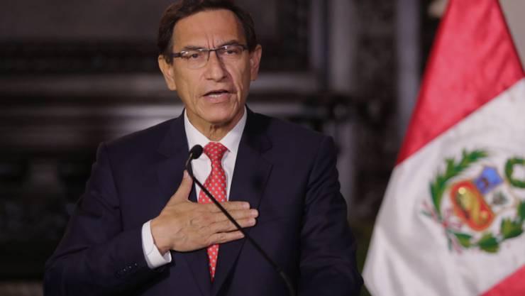 Dem peruanischen Präsidenten Martin Vizcarra droht die Amtsenthebung. Das Parlament des Andenstaates hat grünes Licht für ein Verfahren gegeben. (Archivbild)