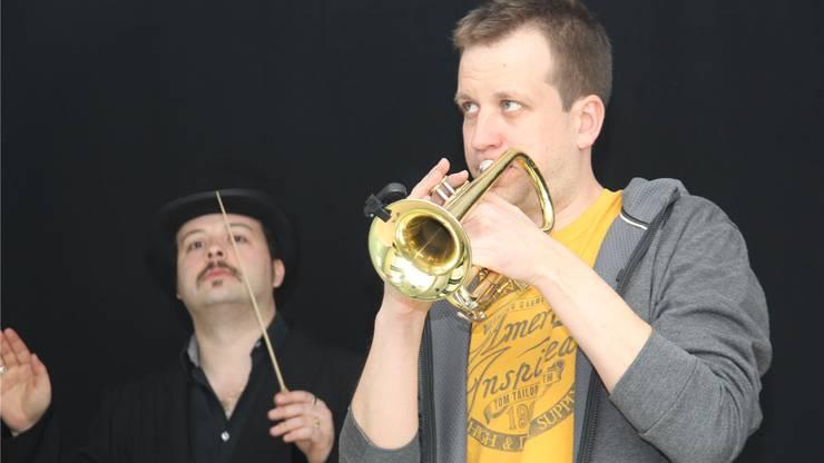 Impresario mit Trompeter (und Autor).