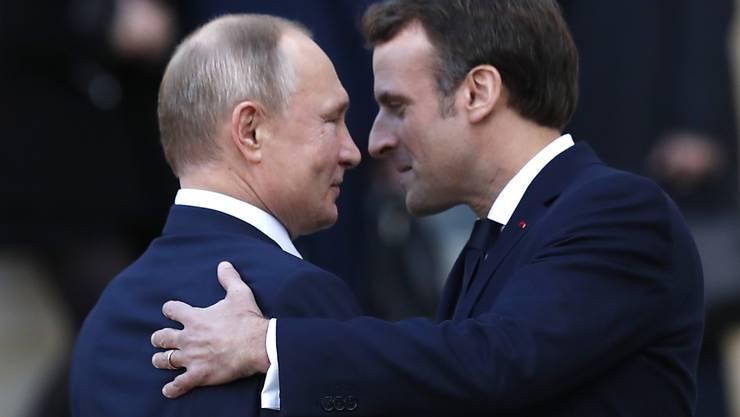 Der französische Präsident Emmanuel Macron will mit dem russischen Präsidenten Wladimir Putin Gespräche über die aktuellen Krisenherde in der Welt führen (Archivbild)