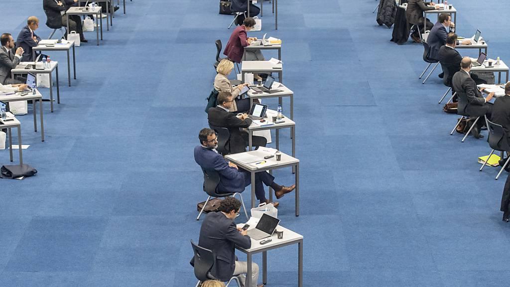 Steuern im Kanton Zug sollen sinken - trotz heftiger Kritik