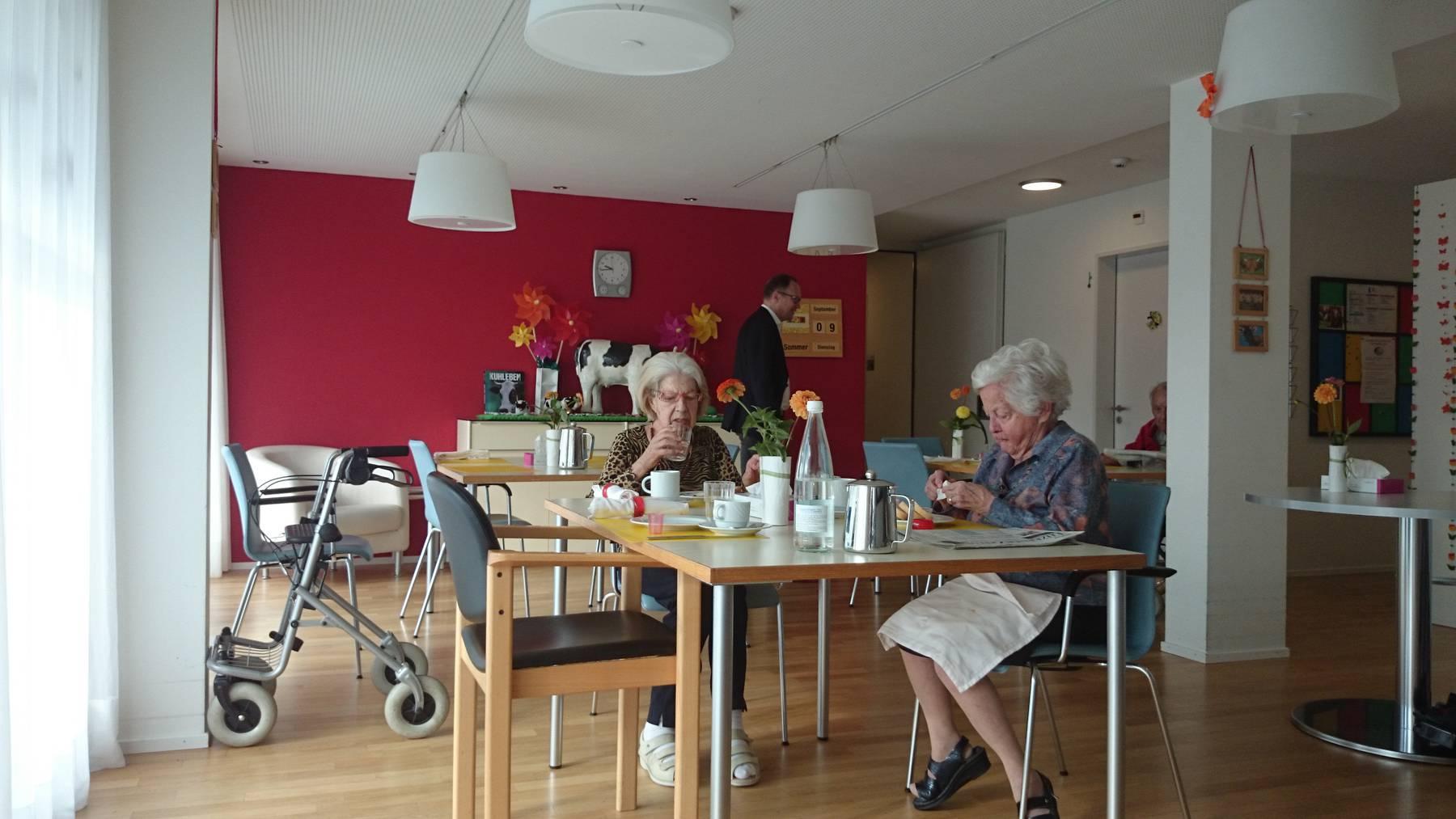 Menschen in Heimen brauchen immer intensivere Pflege