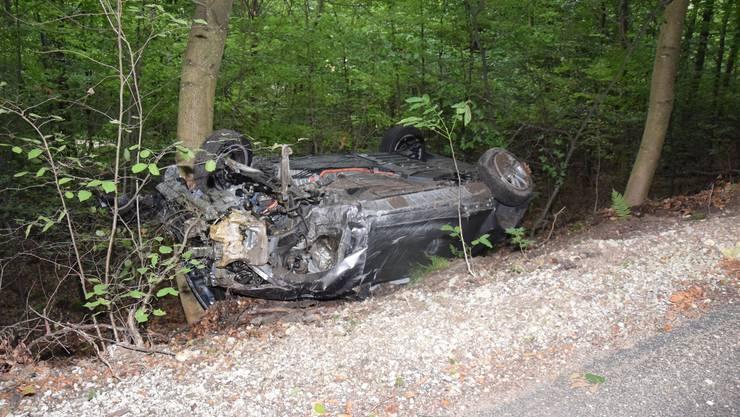 Die vier Insassen wurden beim Unfall verletzt.