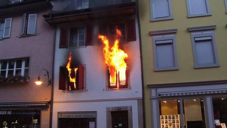 Die Wohnung im ersten Stock geriet in der Nacht auf Samstag in Brand