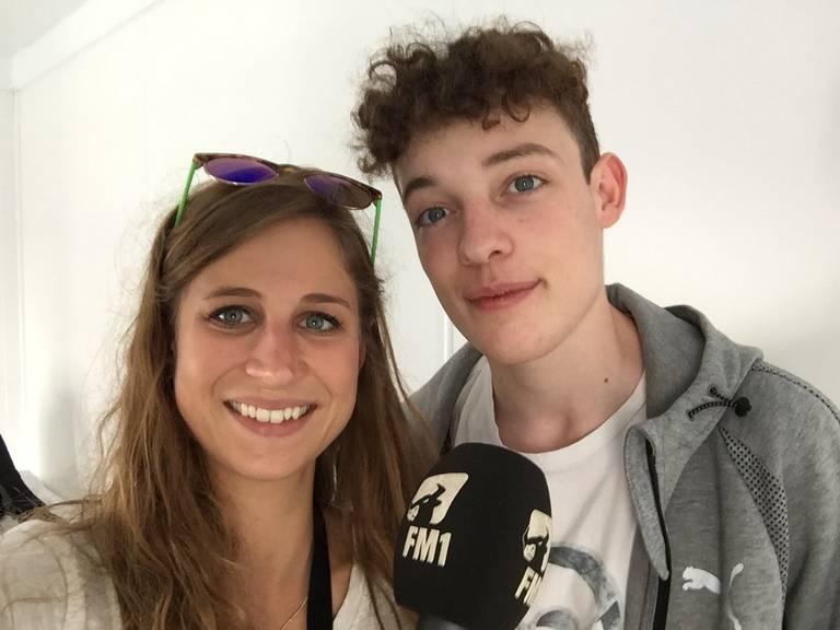 Nemo im Interview mit FM1Today-Redaktorin Lara Abderhalden. (Bild: FM1Today/Lara Abderhalden)