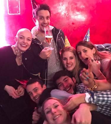 Gemeinsam mit ihren Freunden feierte Ronja den Silvester 2016.