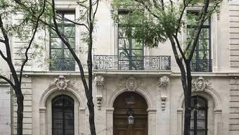 ARCHIV - Blick auf die Residenz des toten mutmaßlichen Sexualverbrechers J.  Epstein. Das berüchtigte New Yorker Stadthaus steht zum Verkauf. Foto: Bebeto Matthews/AP/dpa