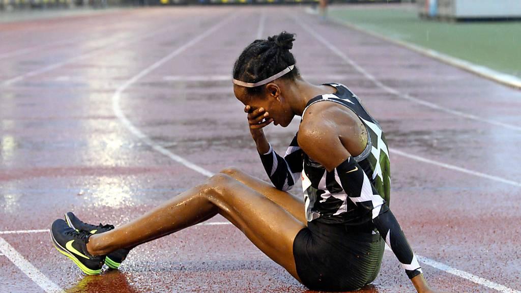 Die Niederländerin Sifan Hassan freut sich über ihren Weltrekord über 10'000 m, den sie in Hengelo aufgestellt hat
