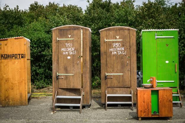 Wer aufs WC muss findet auf dem Areal Kompotois statt Toi Tois