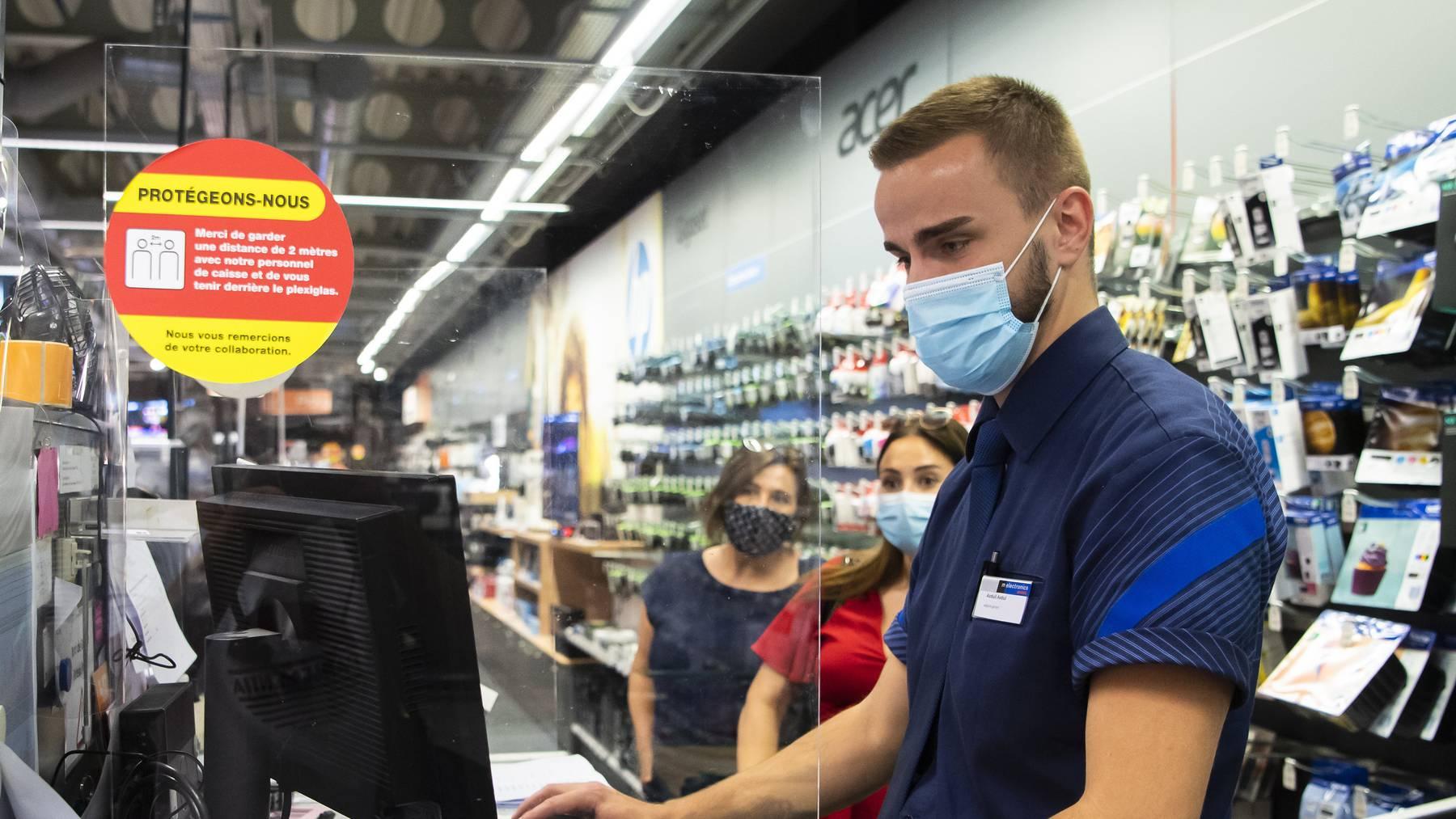 Ab dem kommenden Wochenende gilt im Kanton Zug eine Maskenpflicht beim Einkaufen.