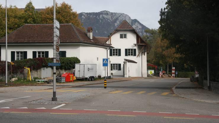 Bei der Einmündung zur Werkhofstrasse erhält die St. Niklausstrasse ein Einfahrtstor und wird verengt
