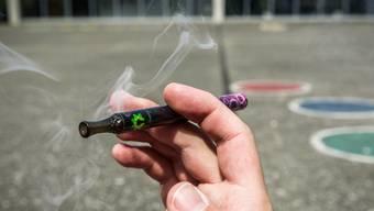 Auch die Tabakindustrie macht sich den Hype um E-Zigaretten zunutze.