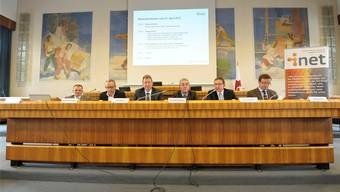 Vertreter von i-net und der Kantonsregierungen, von links Christof Klöpper (i-net), Michael Bornhäusser (i-net), Peter Zwick (BL), Christoph Brutschin (BS), Urs Hofmann (AG) und Michel Probst (JU).