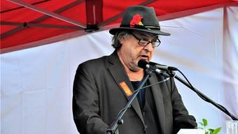 Texter, Sänger und zunehmend auch Redner: Stiller-Haas-Frontmann Endo Anaconda gestern als 1.-Mai-Redner auf dem Aarauer Holzmarkt.