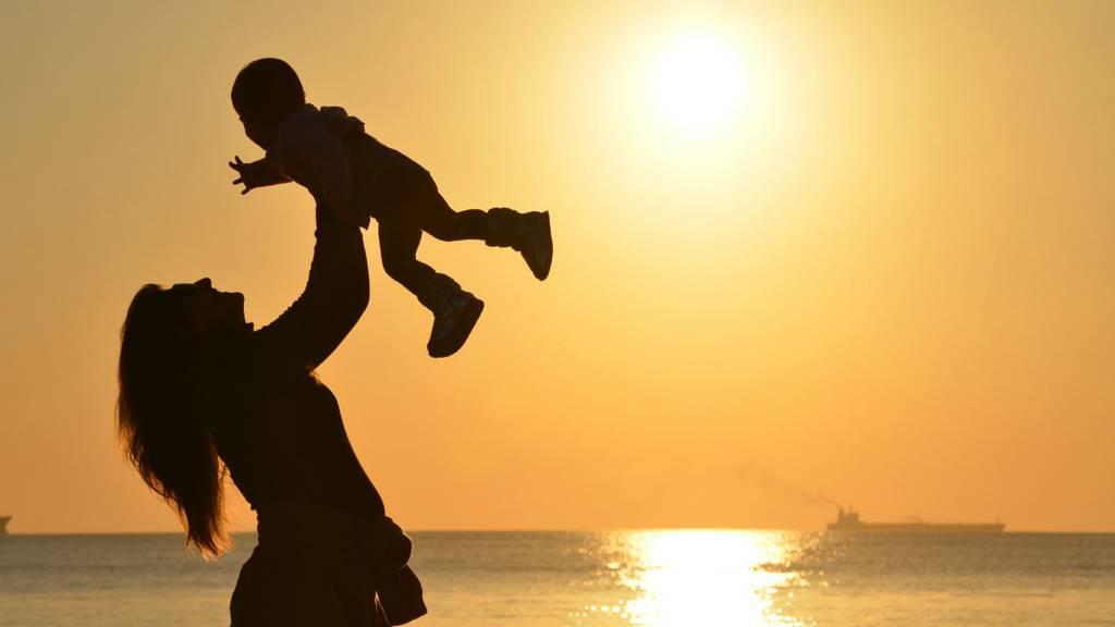 Mutter_Kind_Sonnenuntergang