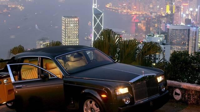Kein ungewöhnlicher Anblick: Ein Rolls Royce vor der Skyline in Hongkong (Archiv)