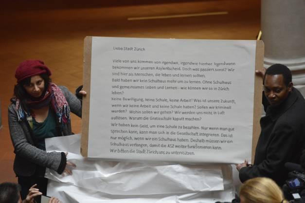 Autonome Schule überreicht Petition (3)