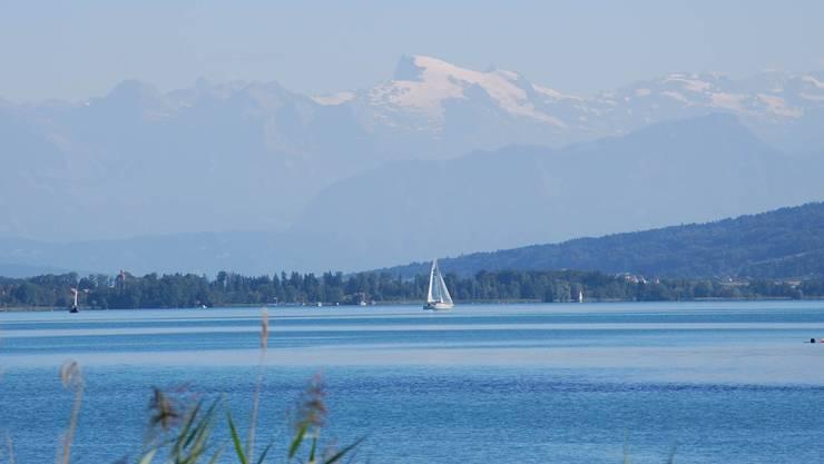 Blick über den See Richtung Voralpen