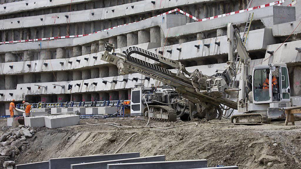 Konjunkturexperten schätzen die künftigen Bauinvestitionen nun etwas höher ein als zuvor. (Symbolbild)