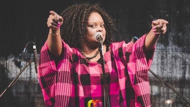 Die kenianische Entertainerin Claudia Masika wird an der Eröffnung mit Perkussionist Willi Hauenstein den Weissen Wind rocken.